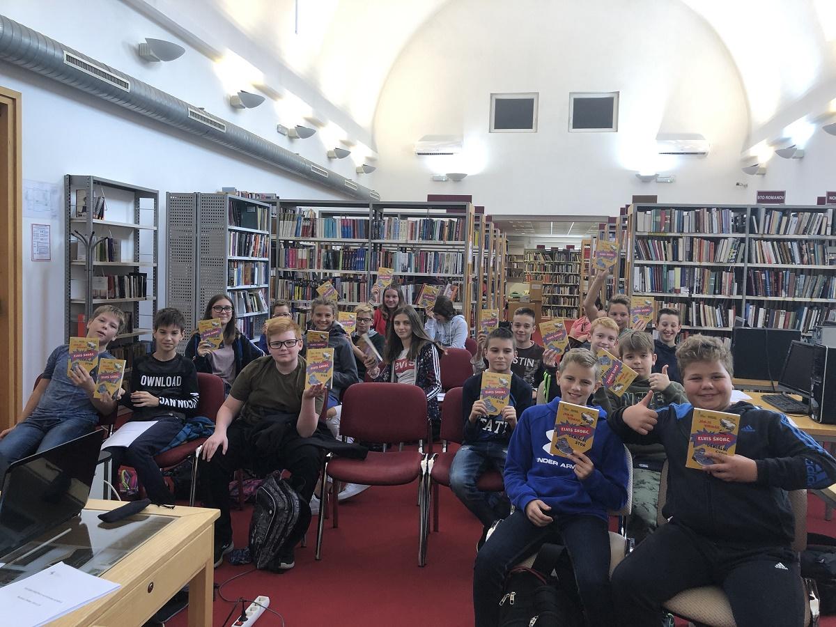 Sedmošolci obiskali Splošno knjižnico Slovenske Konjice